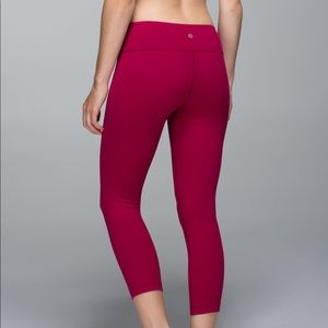 Lululemon wunder under crop II bumble berry
